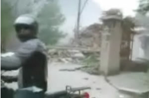 Chengdu Earthquake: More Citizen Video: Devastation And Flight on Motorbike