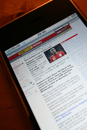 UK iPhone: Detailed Review: Its Web Browser, iPod-ness & Google Maps